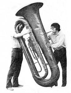 Sam Pilafian tocando la tuba BBBb de la Universidad de Harvard